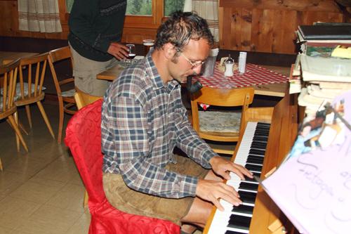 Gem se dem Mann am Klavier nochn Bier ...