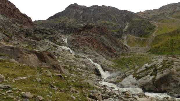 Abstieg von der Braunschweiger Hütte am Wasserfall vorbei